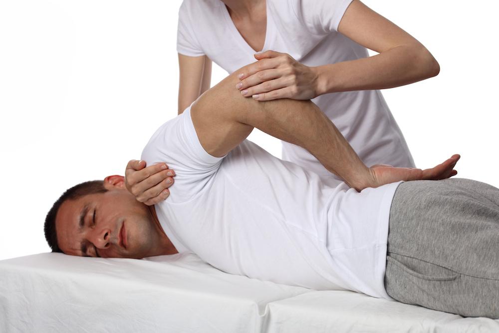 Das Behandlungsmodell nach Typaldos nennt sich Fasziendistorsionsmodell (FDM) und ist eine besondere Betrachtungsweise von körperlichen Beschwerden wie Schmerzen und Bewegungseinschränkungen